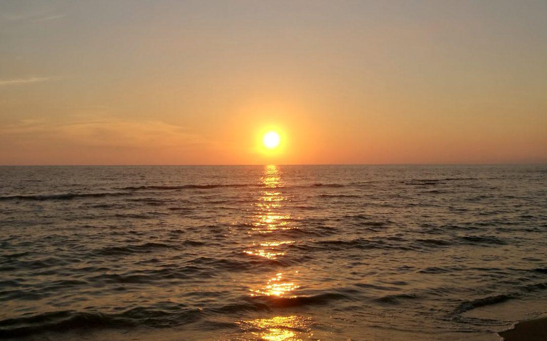 """""""La notte bianca del vino"""" – Cena e degustazione sulla spiaggia e al tramonto"""